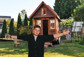 Man Builds Tiny House to Make His Dick LookBigger